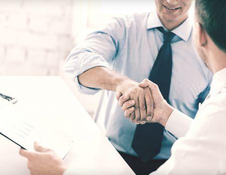Handshake_Men